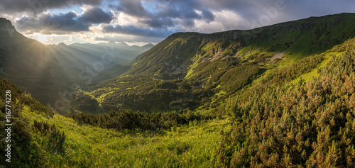 Poster de jardin Colline Panoramic view of amazing sunrise over mountain valley