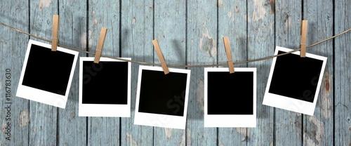 Obraz five blank instant photos hanging on the clothesline  - fototapety do salonu