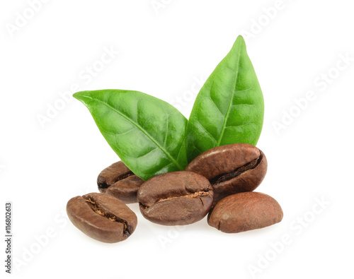 Poster Café en grains coffee grains with leaves isolated