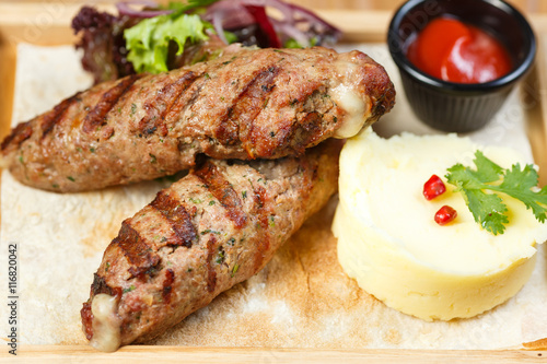 Papiers peints Steakhouse kebab with vegetables and lavash