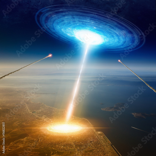 Foto op Canvas UFO Aliens spaceship hits big town near sea, aliens invasion, missil
