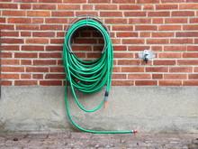 Green Garden Water Hose Mounte...