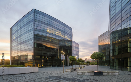 Tablou Canvas Modern office building in the evening