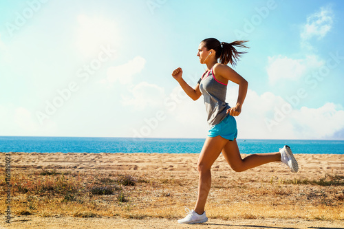 Fotografia  Action shot of running girl.