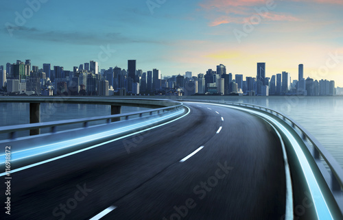 Poster Autoroute nuit Highway overpass motion blur with city background .