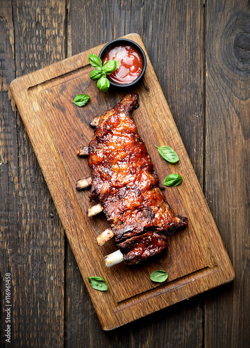 Stampa su Tela grilled ribs on a cutting board. rustic style
