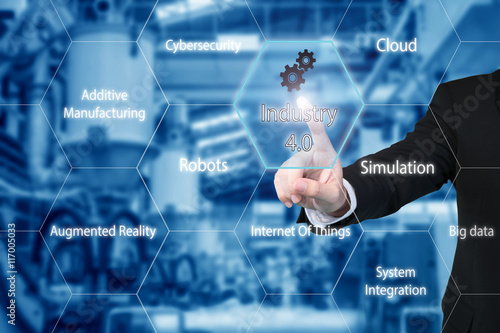 Fotografía  Business man touching industry 4.0 icon in virtual interface scr