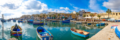 Papiers peints Europe Méditérranéenne Marsaxlokk fishermen village in Malta. Panoramic view.