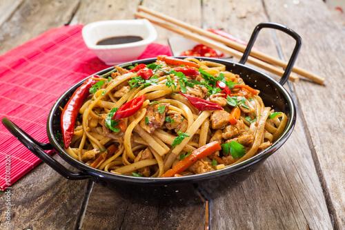Photo  Chinese food on wok