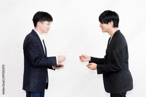 Fotografie, Obraz  名刺を交換するビジネスマン