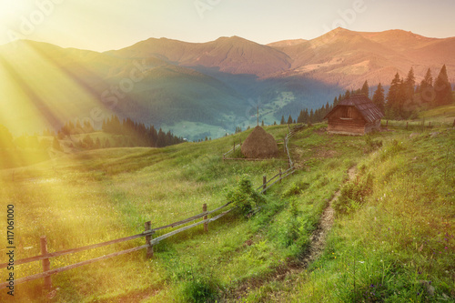 Staande foto Honing Majestic sunset in the mountains landscape. Carpathian mountins, Ukraine.