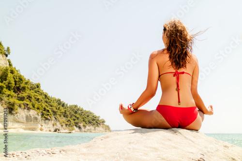 Foto  Yoga auf dem Strand