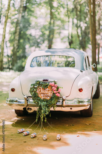 Keuken foto achterwand Vintage cars Bumper of retro car with just married sign and cans attached