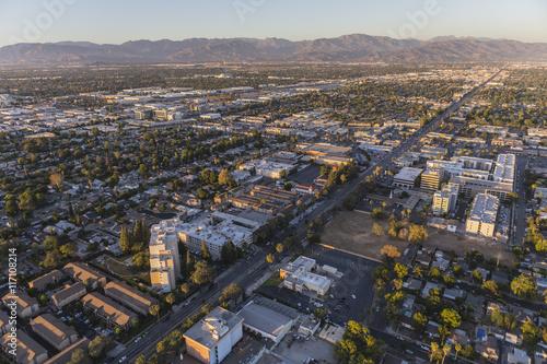 Zdjęcie XXL Późne popołudnie widok z lotu ptaka na Sherman Way w San Fernando Va