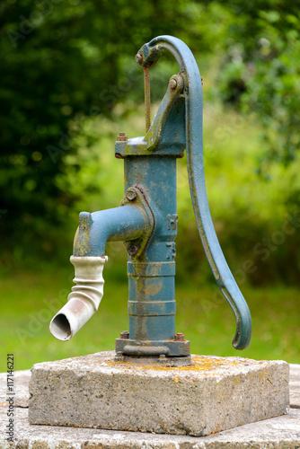 Wasserpumpe Garten Buy This Stock Photo And Explore Similar Images