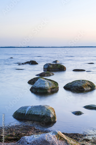 spokojne-morze-baltyckie-seascape-ze-skal