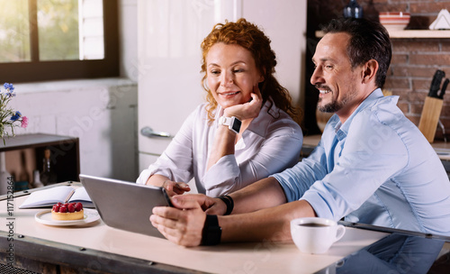 Valokuva  Couple looking at tablet and talking
