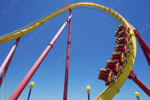 Zdjęcie XXL Rollercoaster Ride (przeciw błękitne niebo)