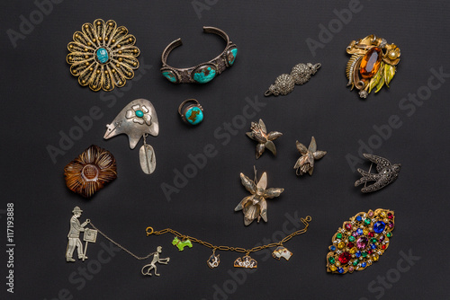 Stampa su Tela  Vintage antique jewelry collection isolated on a dark background