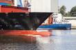 Containerschiff im Nord-Ostsee-Kanal bei Rendsburg
