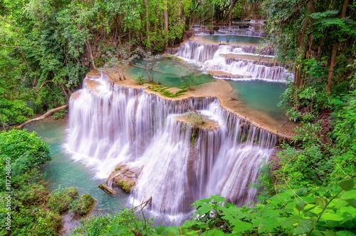 Tuinposter Purper Huai Mae Kamin waterfall