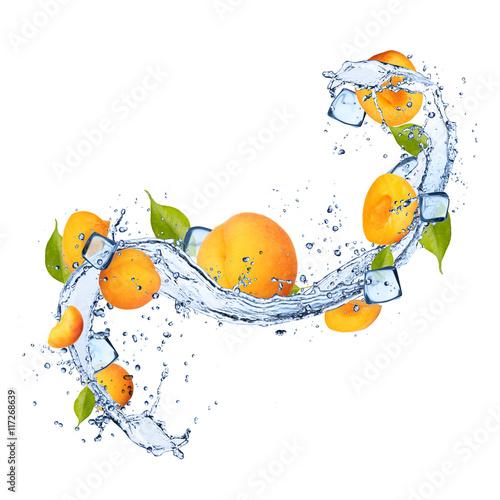 Foto op Canvas In het ijs Apricots in water splash on white background