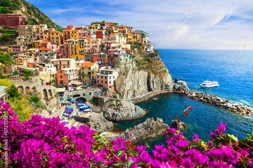 Fototapeta Kolorowe miasteczko na skałach Manarola, Cinque terre, Włochy obraz