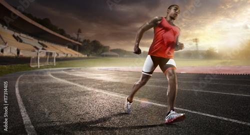 bieznia-lekkoatletyczna-ze-sportowcem