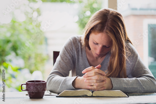 Fotografie, Obraz  Morning Devotional - Prayer