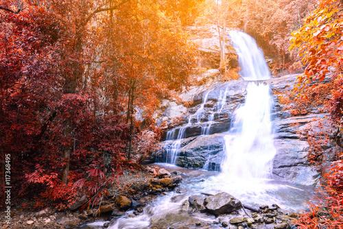 Montage in der Fensternische Wasserfalle Beautiful autumn waterfall in deep forest in Chiang Mai, Thailand.
