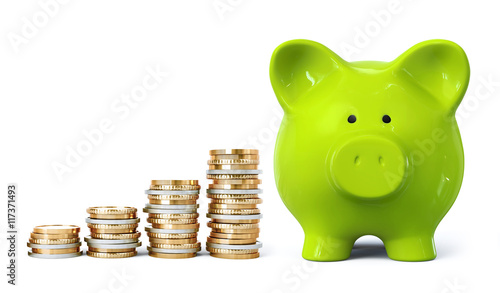 Fotografía  Green piggy bank with coin stacks in ascending order