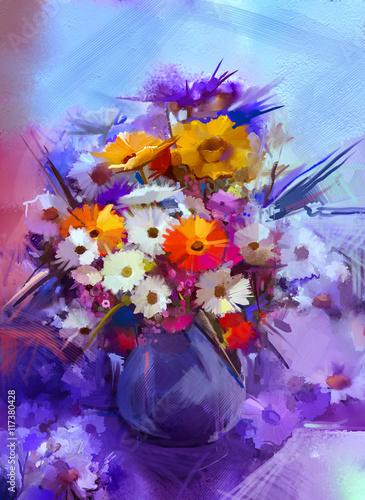 Plakat Obraz olejny kwiaty w wazonie. Bukiet farby martwa natura z białego, żółtego i pomarańczowego słonecznika, Gerbera, kwiaty Daisy. Vintage kwiaty malarstwo w miękki niebieski i fioletowy kolor tła.