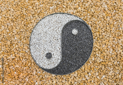 Plakat Yin i Yang w skalnym ogrodzie - Yin i Yang w skalnym ogrodzie