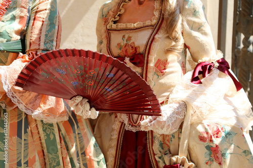 Photographie  elegant woman with an ancient ceremonial dress