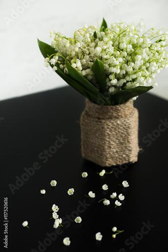 Staande foto Lelietje van dalen Bouquet of lily of the valley in a vintage vase.