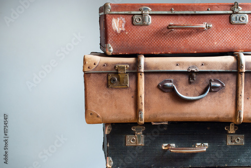 Staande foto Retro Vintage Ancient Suitcases Shabby Gray Background