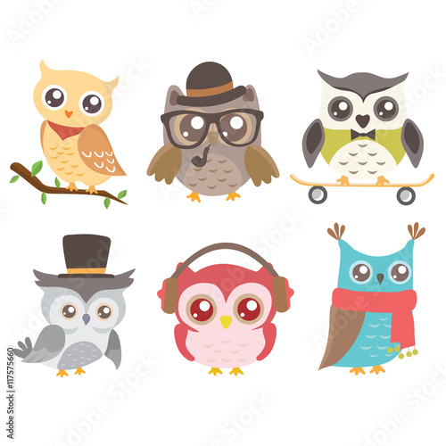 Deurstickers Uilen cartoon Set of cute owls isolated on white background