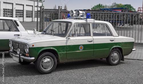 Photo  altes oldtimer ddr volks-polizeiauto