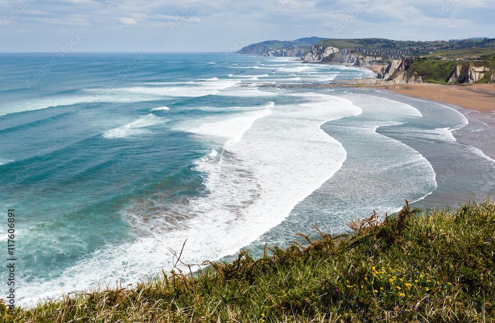Láminas Playa Azkorri o vista de Gorrondatxe. | Europosters.es
