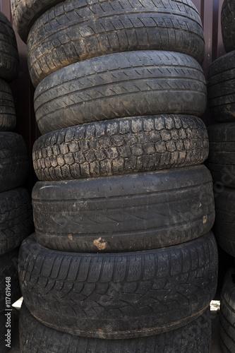In de dag Fiets used car tires. close-up