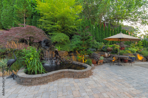 Poster de jardin Vieux rose Backyard Landscaping Patio with Waterfall Pond