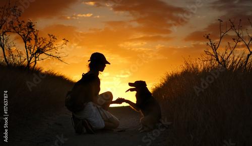 Fotografia  Adolescente avec son chien.