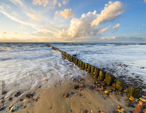 Foto auf Gartenposter Nordlicht dynamic landscape of sea, the waves breaking on the breakwater, sunset on the sea beach