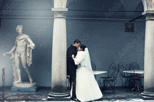 Printed kitchen splashbacks Fairytale World Picture in blue tones of newlyweds kissing behind a pillar while