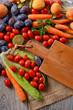 frutta, verdura e ortaggi con il tagliere