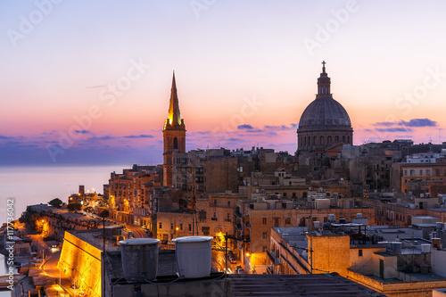 Fotobehang Mediterraans Europa Valletta bei Sonnenaufgang