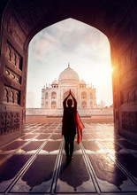 Woman Pray In Taj Mahal