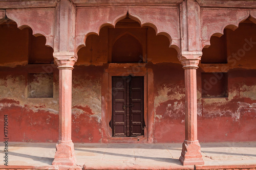 Photo An old sandstone archway in the palace grounds of the Taj Mahal of Agra, India