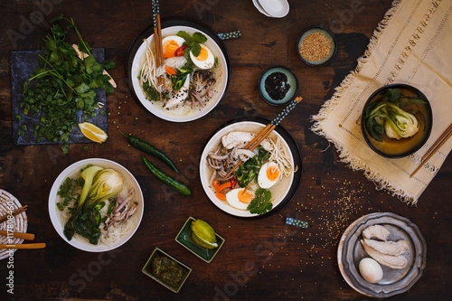 Photo  Japanese decorated soup eggs with chicken and rice noodles