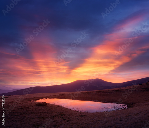 Staande foto Crimson Evening landscape with a mountain lake